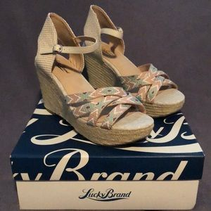 NEW LUCKY BRAND WEDGE SANDAL SIZE 8